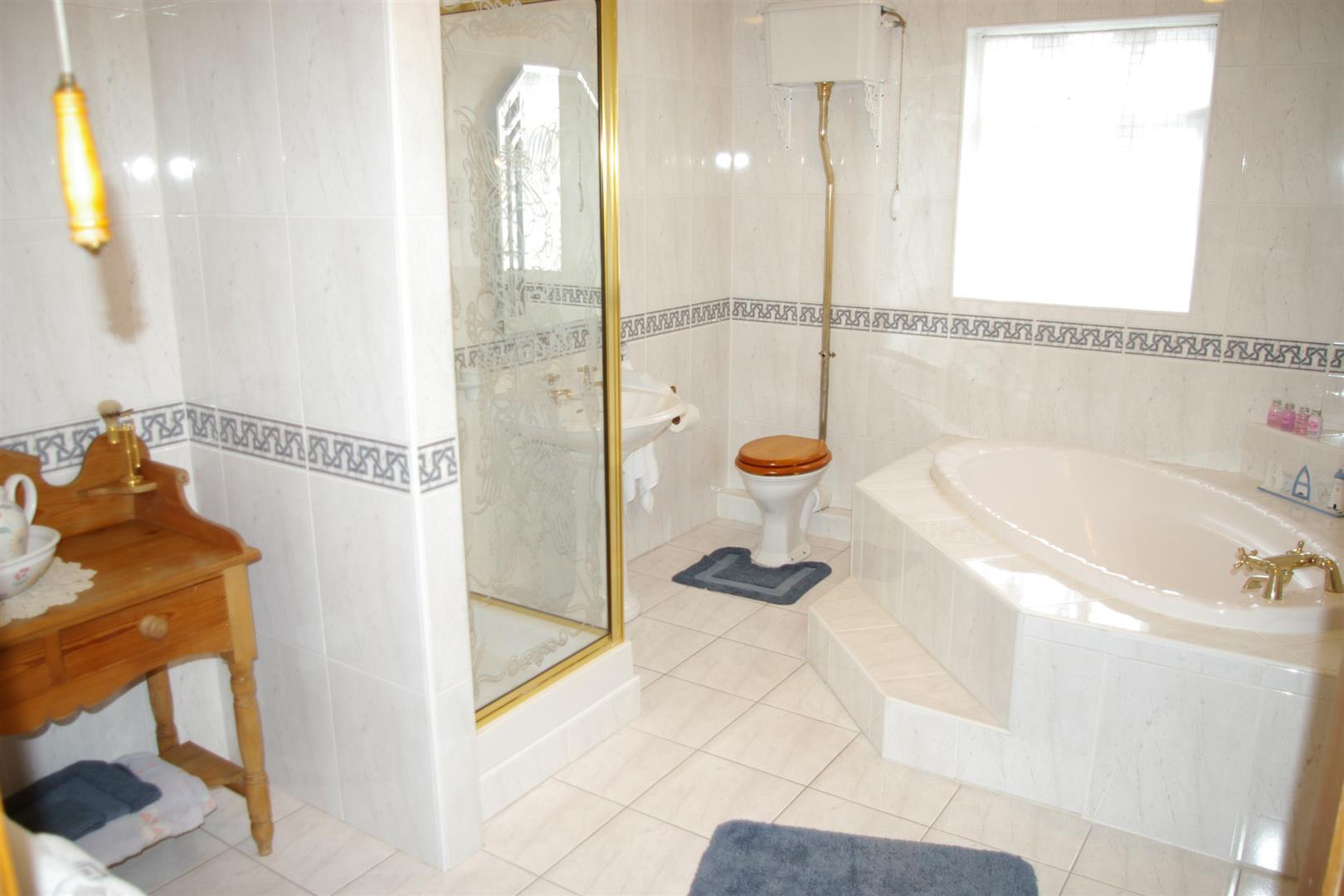 En-Suite Bathroom/Dressing Room